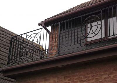 bespoke balcony to match existing ironwork 03